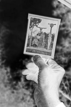 Bob's hand holding the negativ developed in Prescott, 2015, black and white photo, cm 60 x 40, ed. 3 + 2 AP