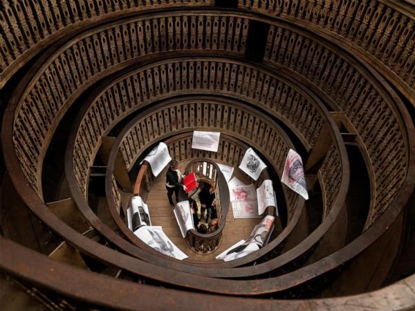 Anatomia Parallela in tour, 2014, photograph, cm 140 x 118, ed. 3 + 1 A.P., performance at the Palazzo del Bo, Padova, photo : Dario Lasagni