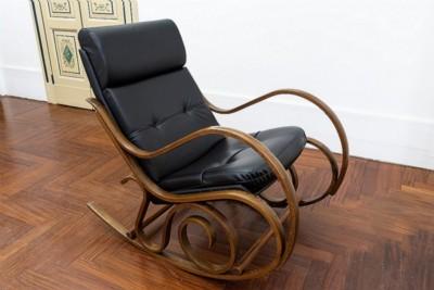 I tramonti si guardano di spalle, 2018, office chair, wood, cm 94 x 62,5 x 100, photo: Danilo Donzelli